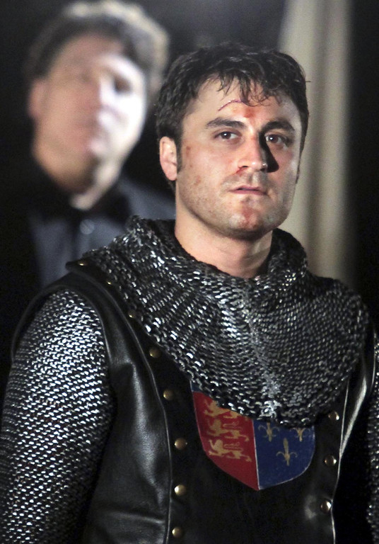. Actor Charles Pasternak, right, and Shakespeare Santa Cruz Artistic Director Marco Barricelli share the stage as King Henry V and the Chorus in SSC\'s presentation of \'Henry V\' in the Sinsheimer-Stanley Festival Glen this season. (Shmuel Thaler/Sentinel)