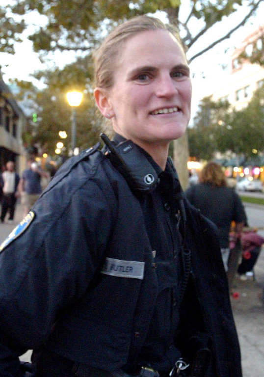 . Elizabeth Butler brings a smile and warmth to her policing in downtown Santa Cruz, Calif., in 2008. Butler was shot and killed in the line of duty on Tuesday, Feb. 26, 2013. (Shmuel Thaler/Sentinel file)