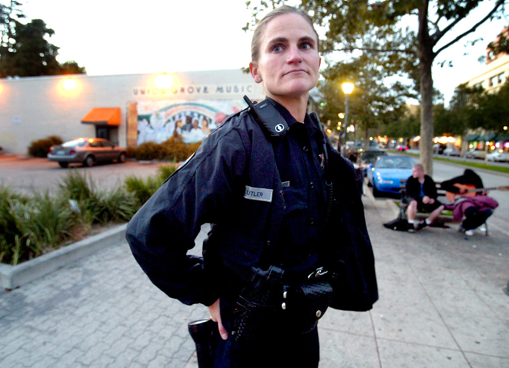 . Santa Cruz Police officer Elizabeth Butler on foot patrol on Pacific Avenue in 2008. (Shmuel Thaler/Sentinel)