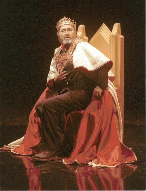 ". Paul Whitworth as Macbeth in Shakespeare Santa Cruz\'s 2001 production of \""Macbeth.\"" (Sentinel file)"