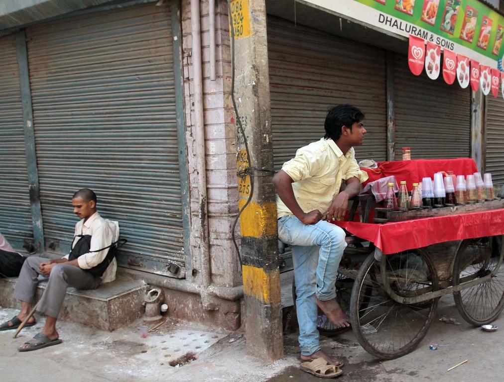 . Street scene in Delhi, India. Shmuel Thaler/Sentinel