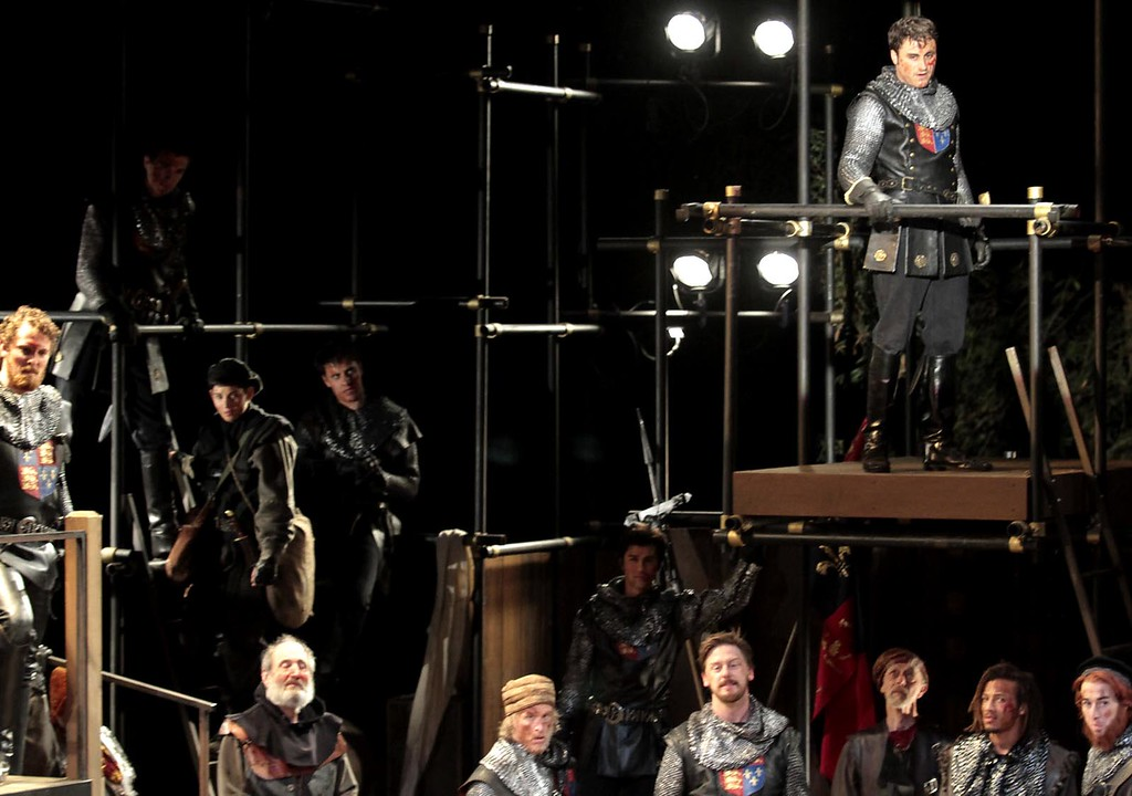 """. Charles Pasternak, top right, addresses his army in the title role of the Shakespeare Santa Cruz staging of William Shakespeareís \""""Henry V.\"""" (Shmuel Thaler/Sentinel)"""